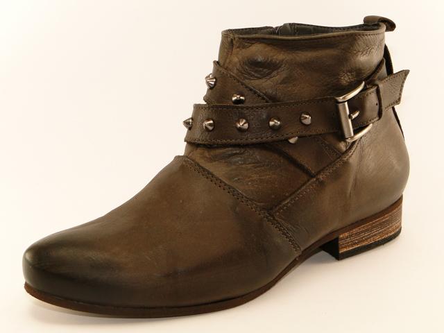 f85af2acf Vale lembrar que as botas de cano curto valorizam mais as baixinhas!