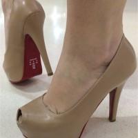scarpin-meia-pata-tubarao-cordoba-areia-furo-sola-vermelha-codigo-1395-01